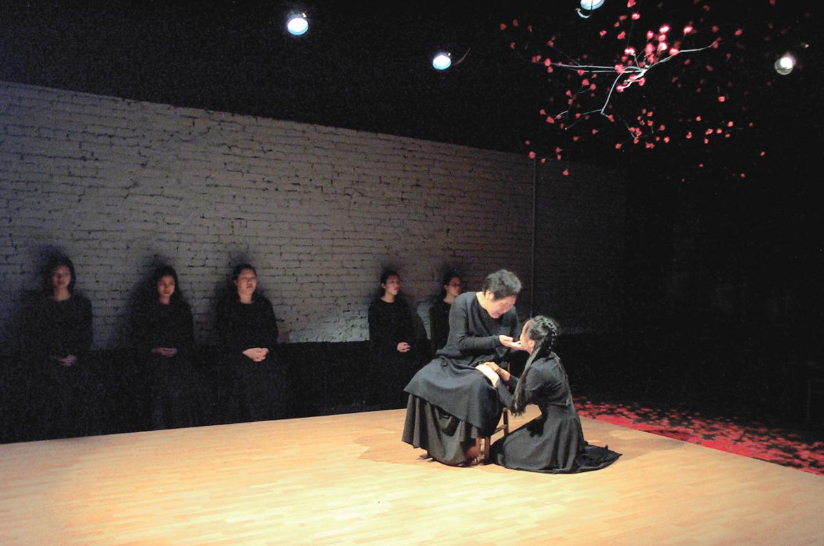 Kati Kuroda, Eunice Wong, and chorus